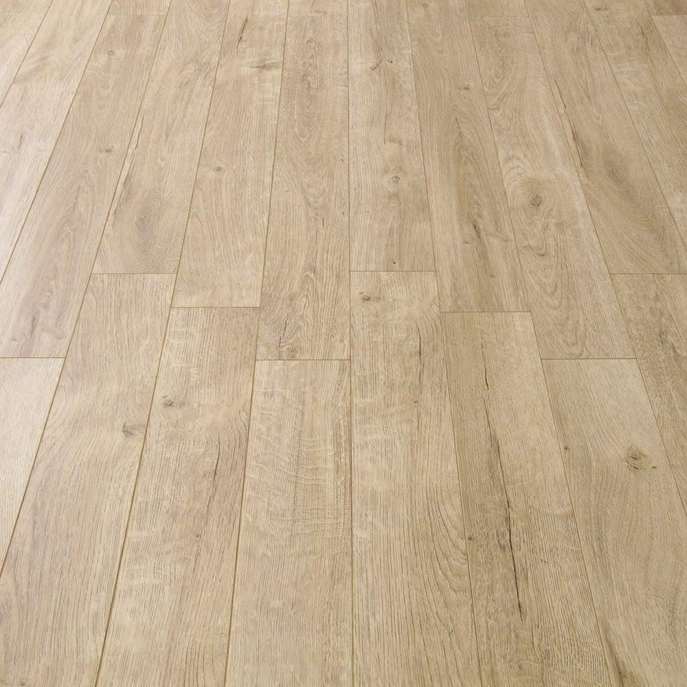 Balterio estrada 8mm tundra oak ac4 laminate flooring for Laminate flooring stores
